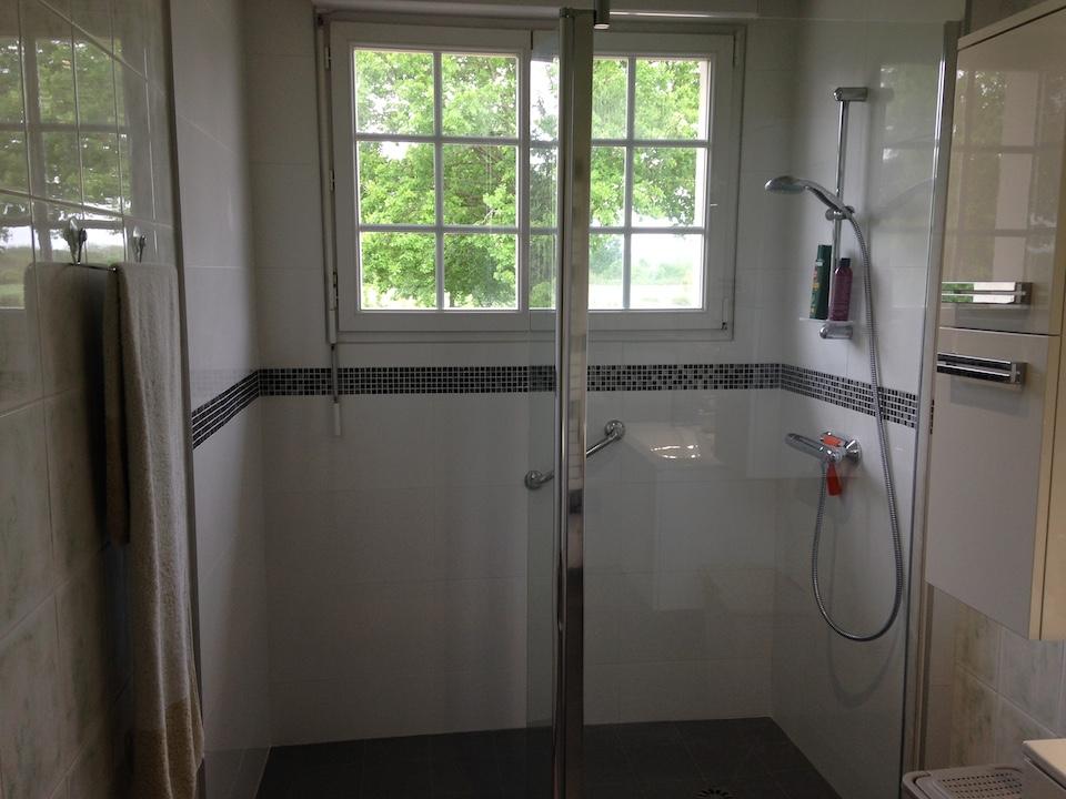 remplacer une baignoire par une douche elegant remplacer baignoire par with remplacer une. Black Bedroom Furniture Sets. Home Design Ideas