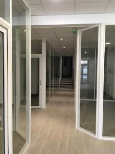 amenagement-bureaux-professionnels-cloison-alu-vitree-plafond-suspendu-dalle-pvc-spot-courtier-travaux-tranquil-orleans